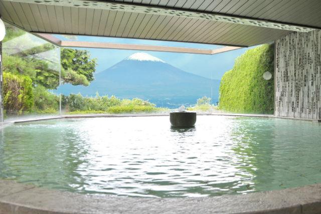 【静岡・御殿場・日帰り温泉】源泉トレッキングと美肌の湯、ご当地グルメの満喫プラン