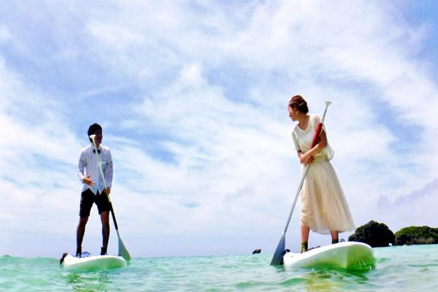【沖縄・真栄田岬・SUP】美ら海に愛を誓う!SUPフォトウェディングプラン