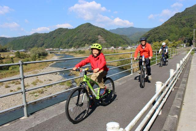 【愛媛・サイクリング・1日】歯抜け沈下橋とホビートレイン!四万十産スイーツ・温泉チケット付き