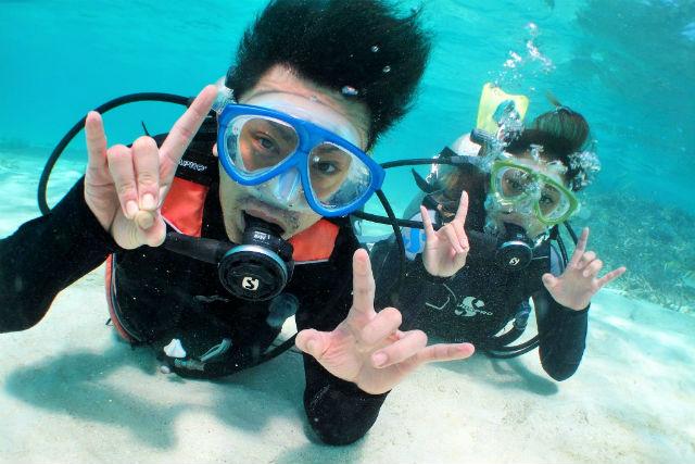 【石垣島・ファンダイビング】世界に誇るマンタスポット!幻の島上陸・サンゴ礁シュノーケル・竹富島観光も