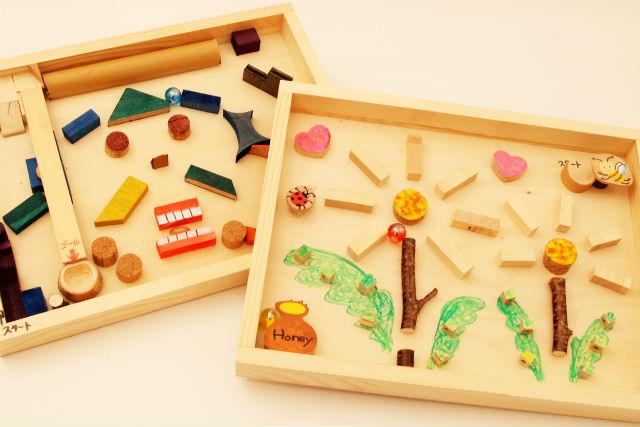 【兵庫・有馬温泉・木工体験】木片を貼り付けて自由にデザイン!ビー玉迷路を作ろう