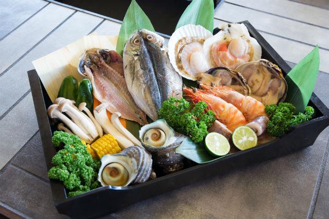 【兵庫・淡路島・BBQ】新鮮な海の幸をトロ箱に詰め込みました!浜焼き海鮮プラン