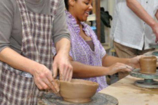 【神奈川・相模原・陶芸】初心者から始められる、和気あいあいの陶芸体験