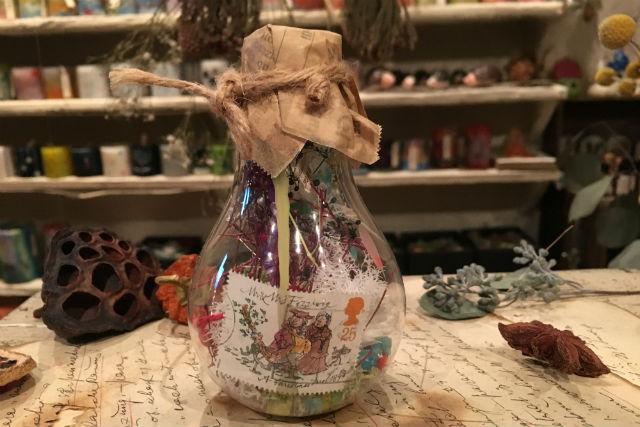 【愛知・名古屋・アロマ体験】ボタニカルな雰囲気がお洒落♪電球モチーフのアロマボトルを作ろう(大1個)