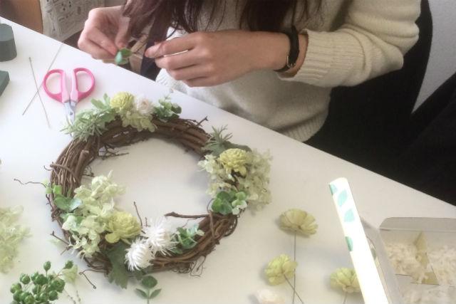 【京都・フラワーアレンジメント】お好きな花材で気ままレッスン。お花グッズを自分で手作り!