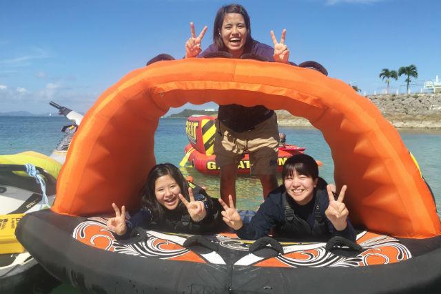 【沖縄・うるま・マリンスポーツ】カヤック体験60分&ホバーボード、遊具4種120分遊び放題プラン