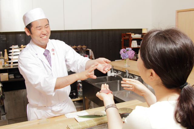 【福岡・中央区・料理体験】寿司ネタグレードUPコース!にぎり寿司3種&巻き寿司1種を握ろう