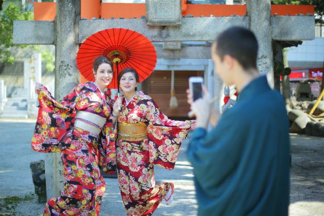 【福岡・中央区・着物レンタル】すぐに着られるカンタン着物で、福岡を観光!