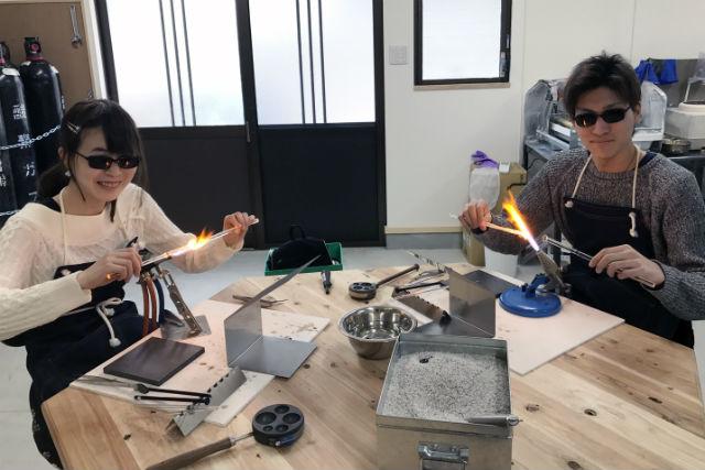 【奈良・手作りアクセサリー】うっとり!宇宙空間やお花を閉じ込めたガラスペンダント