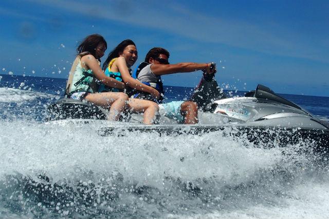 【沖縄・恩納村・水上バイク】3歳から参加OK!水上バイク&ドラゴンボート
