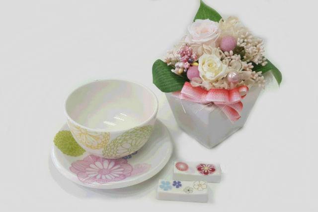 【静岡・ポーセラーツ】湯のみ・茶托・箸置きの和食器セットを、可憐に変身させちゃおう!