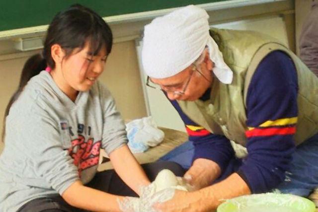 【佐賀・有田・陶芸】現代の名工が手とり足とり教えます!電動ろくろ体験