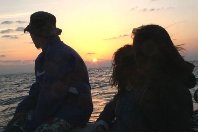 【沖縄・北谷・クルーズ】夕日を眺めるプライベートボート。貸切チャーター・約1時間