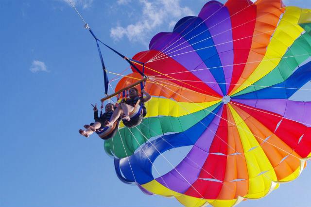 【沖縄・宜野湾市・パラセーリング】上空150mで空中散歩!360°のマリンブルーを満喫