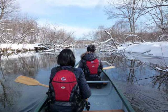 【北海道・釧路・カヌー】水辺と雪山、2つの目線で楽しむ!釧路川カヌーとスノートレックツアー