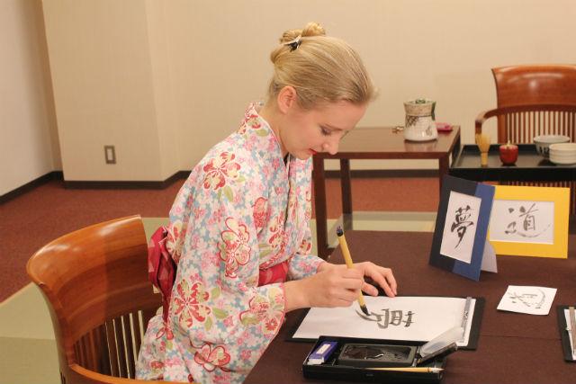 【東京・銀座・着物・伝統文化】書道、茶道、和装体験!日本の伝統文化を3つセットで満喫!