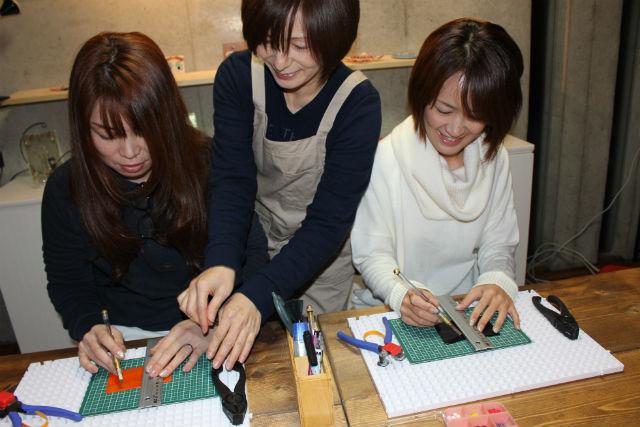 【岐阜・アクセサリー手作り体験】日常的に使える、カラフルガラスのストラップ作り
