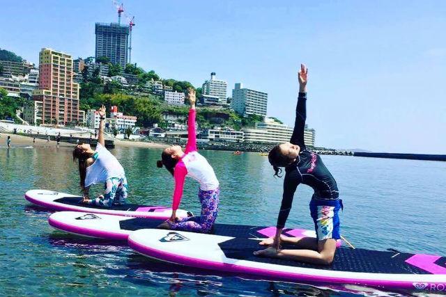 【静岡・熱海・SUP】癒やされながらシェイプアップ!熱海旅行でSUPヨガを体験しよう!