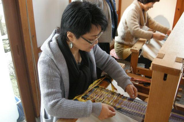 【大分・機織り】厚みのある布を手早く作れる「裂織」を体験!テーブルセンター作り