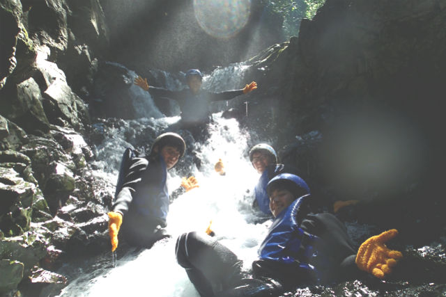 【鹿児島・屋久島・シャワークライミング 】遊び場は大自然!登って、泳いで、沢登り半日ツアー
