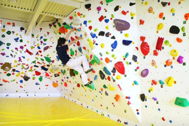 【東京・麻布十番・ボルダリング】麻布十番駅5分のボルダリングジム「スパイダー」で壁をよじ登ろう