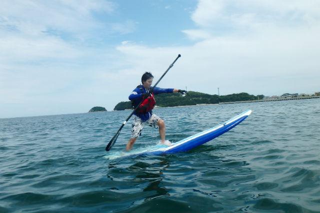 【香川・SUP】60分レッスン&360分レンタル!「日本の渚百選」認定の海を、たっぷり楽しもう!