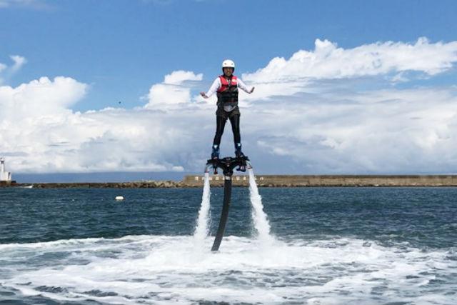 【兵庫・フライボード】ジェットの水圧で空を飛ぼう!フライボード初回体験