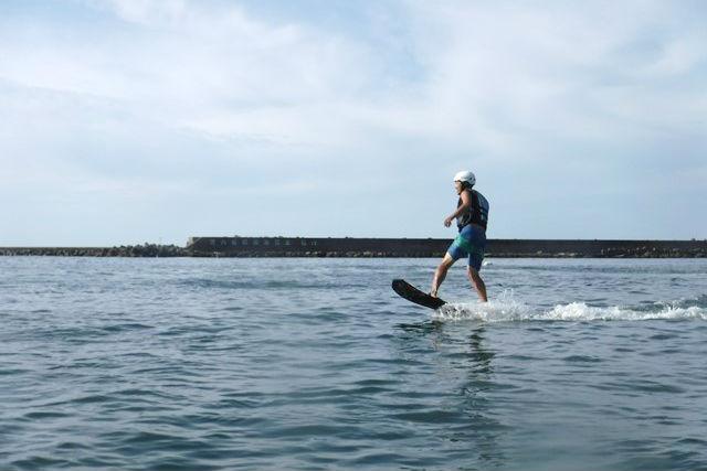 【兵庫・ホバーボード】横乗りジェットで空を飛ぶ!初めてのホバーボード体験