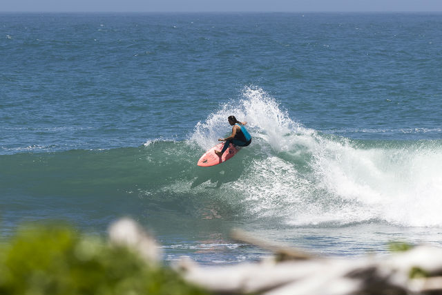 【徳島・サーフィン】憧れのプロサーファーが指導してくれる!武知実波とサーフィンしよう