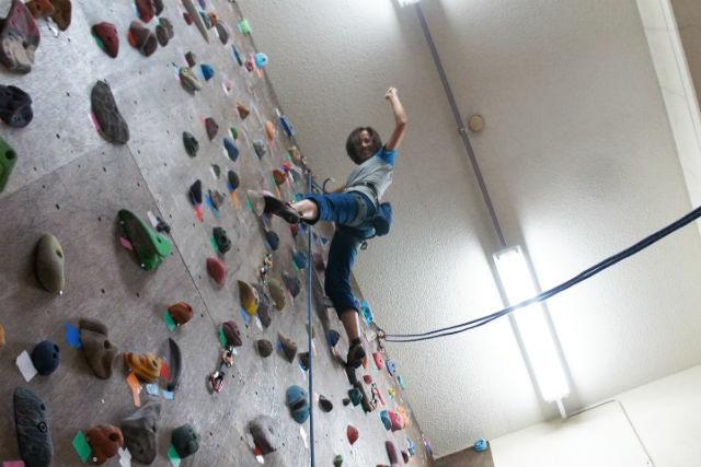 【東京・町田・ロープクライミング】広さ十分、壁10面!ロープを使った安心クライミング体験