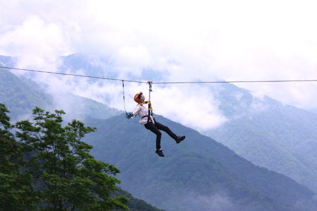【富山・ジップライン】標高1,188mの山麓で、空を滑ろう!90分の絶景ツアー(土日祝日・8月)