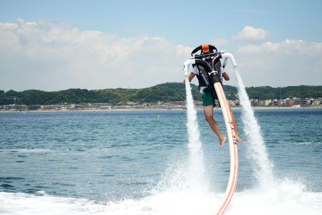 【神奈川・湘南・ジェットパック】肩のジェットで飛び上がる!?新感覚のジェットパックを体験