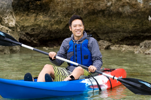 【沖縄・カヤック】神聖な大自然を冒険しよう!浜比嘉島ではじめてのカヤック体験