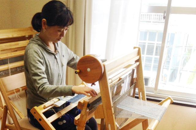 【神奈川・鎌倉・機織り】海が見えるアトリエで、マフラーを織ろう(足踏み織り機)