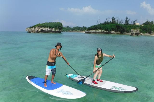 【沖縄・やんばる・SUP】サンゴの海を渡って洞窟や無人島へ!マイペースに楽しむ貸切クルージングツアー