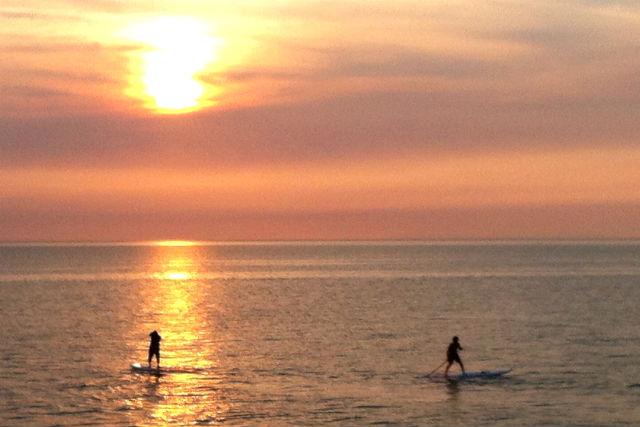 【大分・SUP体験】日本の夕陽百選に認定!真玉海岸でスタンドアップパドルに乗ってみよう