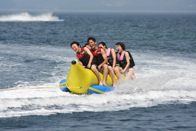 【静岡・西伊豆・バナナボート】富士山一望!絶景バナナボートで初めてのスリリング体験