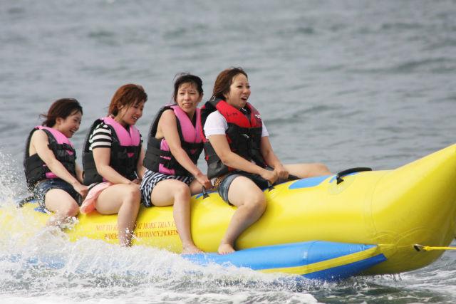 【静岡・西伊豆・バナナボート】海の家利用&海鮮BBQ付き!スリル満点バナナボート・ハーフパイプ