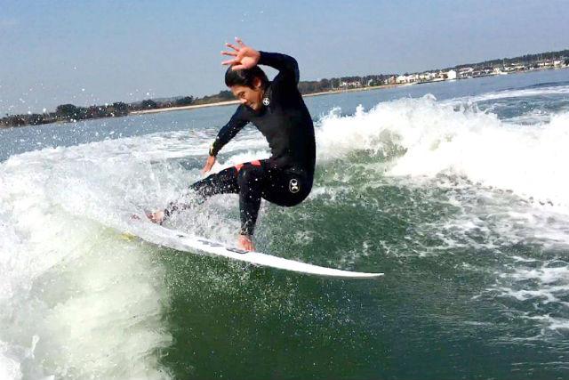 【福岡・ボートサーフィン】上質な波をひとりじめ!手放しでエンドレスサーフィンを楽しもう