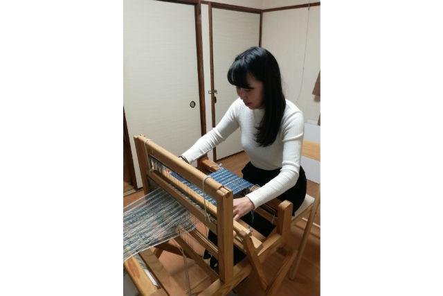 【神奈川・鎌倉】海が見えるアトリエで体験。機織り・紡ぎ糸のマフラー(4時間)