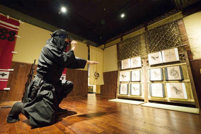 【東京・新宿・忍者体験】気軽な忍者体験!都心ど真ん中にある忍者屋敷へ