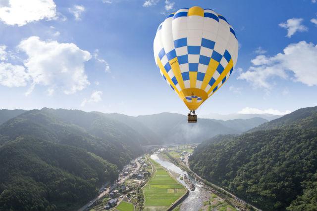【岐阜・熱気球】日本トップクラスの高さ!高度100メートルの熱気球係留フライト体験