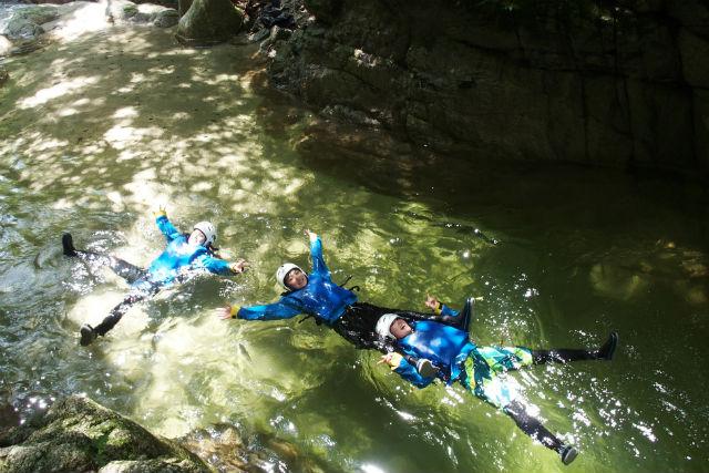 【三重・シャワークライミング】鈴鹿山脈のキレイな川で遊ぼう!クリスタルキャニオンコース