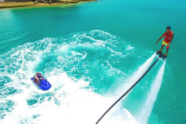 【沖縄・フライボード】地域最安値!まるで海外旅行先!米軍基地のビーチで海上を飛びまわろう!
