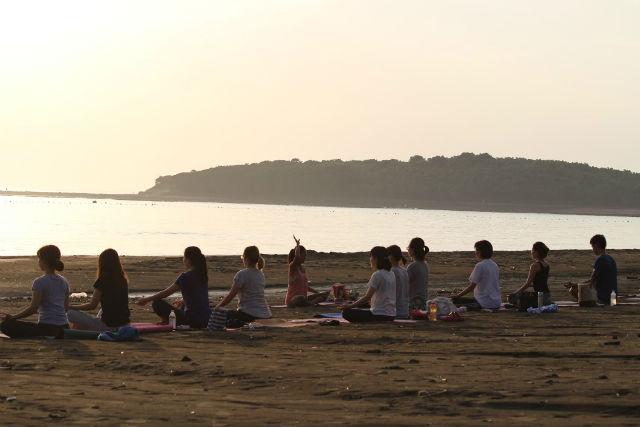 【宮崎・青島・ヨガ体験】女子旅にピッタリ!癒しのビーチヨガ体験