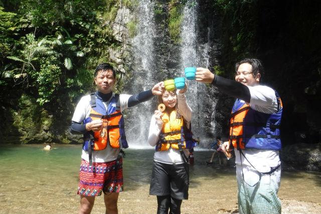 【沖縄・国頭郡・リバートレッキング】初心者向けコース!大宜味村の滝ツアー