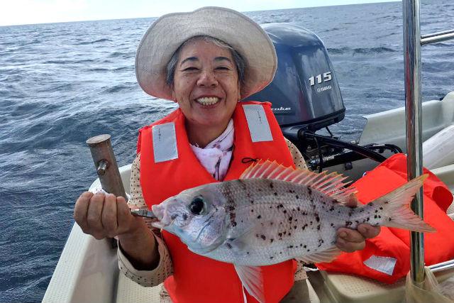 【沖縄・宜野湾・釣り体験】貸切で沖釣りを楽しもう!釣り船チャータープラン