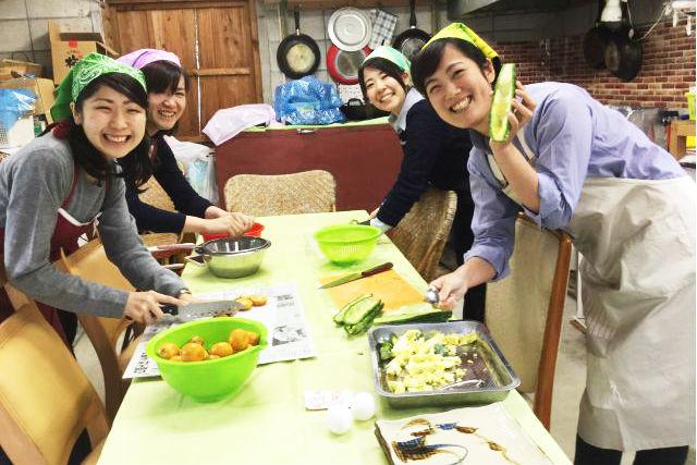 【沖縄・料理体験】地域のお母さんに教わる家庭の味!おうちごはん作り体験