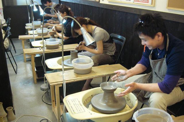 【滋賀県・電動ろくろ陶芸】信楽駅徒歩5分!焼き物のまちで電動ろくろ陶芸体験