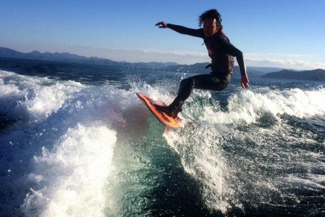 【福島・猪苗代湖・ウェイクサーフィン】上質な波を独り占め!初めてのウェイクサーフィン体験